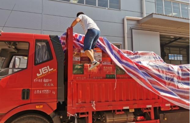 镇江新区民营企业心系河南灾区 12小时星夜驰援800公里捐赠物资